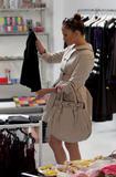 Jennifer Lopez ( Дженнифер Лопес) - Страница 2 Th_64700_Jennifer_Lopez_browses_through_baby_dresses_while_clothes_shopping_on_Robertson_Boulevard0_December_9_2009_-_02_122_1013lo