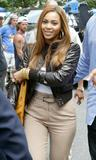 BEYONCE KNOWLES -- Candids -- American Express Commercial Shooting -- Aug 6 -- HQ x 22