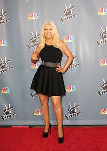 [Fotos+Videos] Christina Aguilera en la Premier de la 4ta Temporada de The Voice 2013 - Página 4 Th_985958245_Christina_Aguilera_48_122_120lo