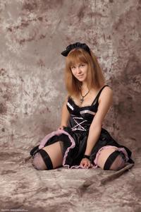 http://img161.imagevenue.com/loc121/th_232580398_Silver_Sandrinya_maid_3_041_122_121lo.jpg