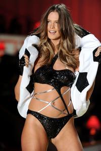 Behati Prinsloo sexy lingeriei Victoria's Secret Fashion Show