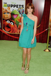 http://img161.imagevenue.com/loc342/th_595971775_Bella_Thorne_The_Muppets_Premiere_Hollywood_122_342lo.jpg