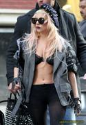 [Image: th_72998_Lady_Gaga_10_122_400lo.JPG]