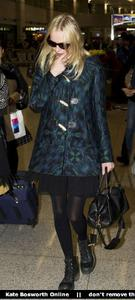Nov 21, 2010 - Kate Bosworth - At Incheon Airport in Seoul Th_78877_tduid1721_Forum.anhmjn.com_20101130075736024_122_430lo