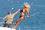 Pam Anderson 2007 Cannes Bikini Shoot Foto 605 (Памела Андерсон Канны 2007 Bikini Shoot Фото 605)
