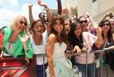 th_26514_celebrity_paradise.com_TheElder_PaulaAbdul2011_06_14_arrivestoTheXFactoraudition2_122_519lo.JPG
