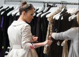 Jennifer Lopez ( Дженнифер Лопес) - Страница 2 Th_65343_Jennifer_Lopez_browses_through_baby_dresses_while_clothes_shopping_on_Robertson_Boulevard2_December_9_2009_-_01_122_847lo